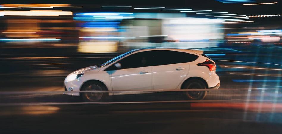 Más incentivos e infraestructura: las claves para que el coche eléctrico 'acelere' en España
