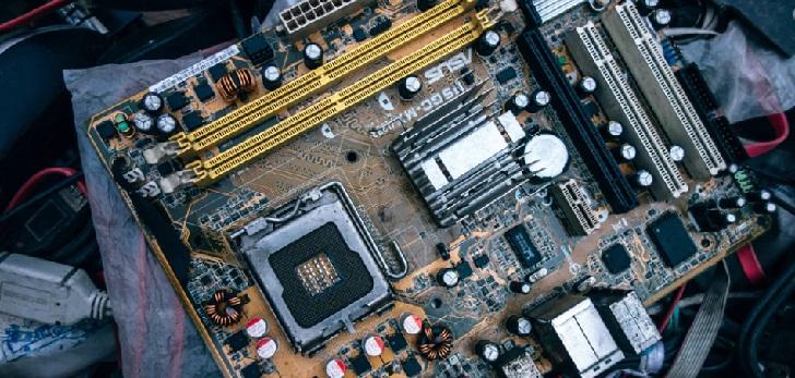 España quintuplica las compras de 'hardware' a Hong Kong en el primer semestre de 2018