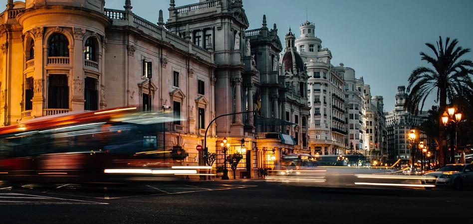 El PIB español modera su impulso en el tercer trimestre y crece un 0,8%