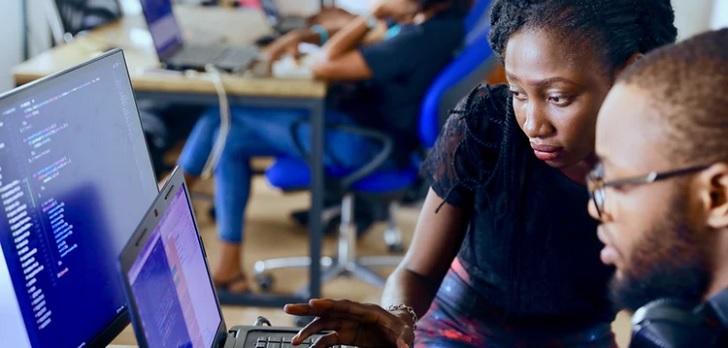 El negocio digital en clave femenina: un 15,4% de expertas en TIC y una brecha salarial del 13%