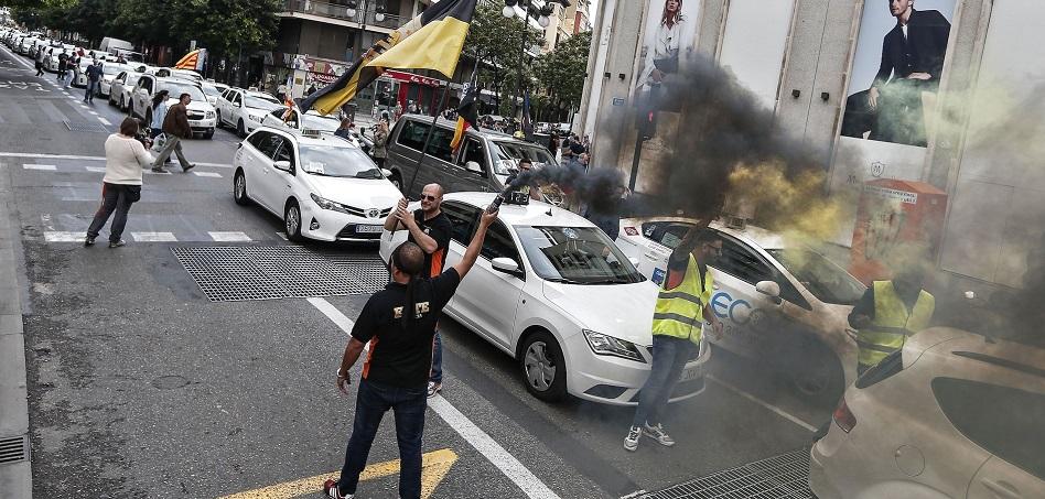 2017, el año en que el Gobierno tendió una mano al taxi y movió ficha para regular las VTC