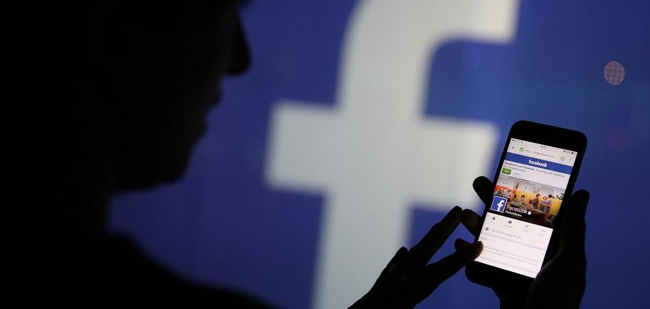 Cambridge Analytica cierra la persiana tras el caso de la filtración de datos de Facebook
