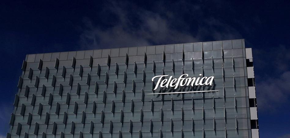 Telefónica se embolsa más 27 millones con la mitad del 'megacontrato' de Hacienda