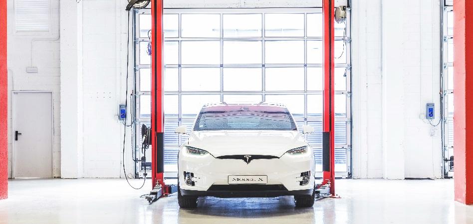 Tesla estrena su primer centro de servicios en España a las puertas de abrir sus primeras tiendas en el país