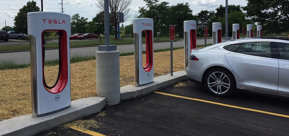 Tesla teje su red de supercargadores en España con la 25ª estación en Fuengirola