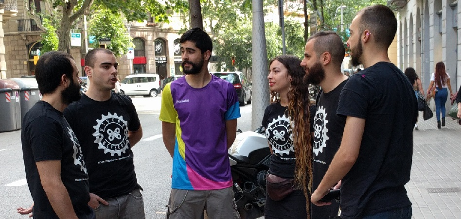 'Riders' despedidos por Deliveroo crean la cooperativa Mensakas para competir y reivindicar sus derechos laborales