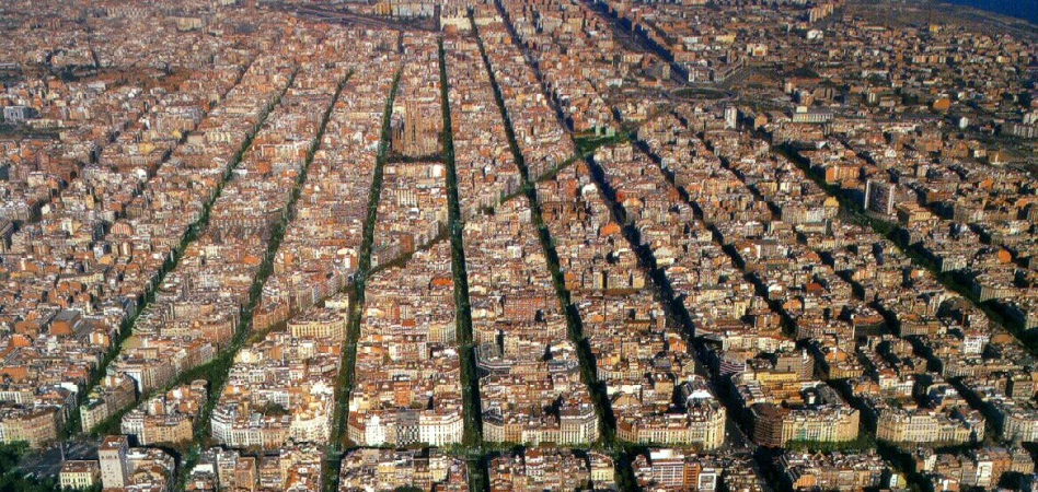 Barcelona presenta una lista para que Airbnb retire más de 2.500 pisos turísticos ilegales