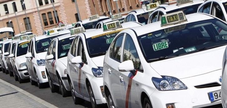 El taxi vuelve a la carga contra los VTC y anuncia huelgas en Madrid y Barcelona
