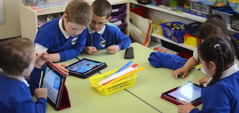 Apple busca su sitio en el mercado educativo: lanza un iPad compatible con lápices digitales para los estudiantes