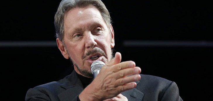 El fundador de Oracle posee mil millones de dólares en acciones de Tesla