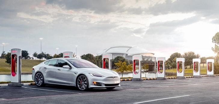Elon Musk promete cobertura total de supercargadores de Tesla en Europa para 2019