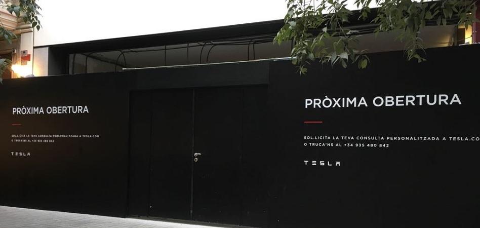 Tesla sube la persiana de su primera tienda en Barcelona